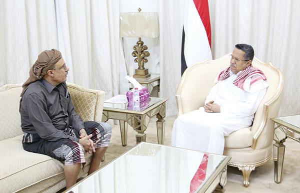 الشرعية: لا حكومة توافق مع المتمردين ولا مكافأة للانقلاب بالشراكة