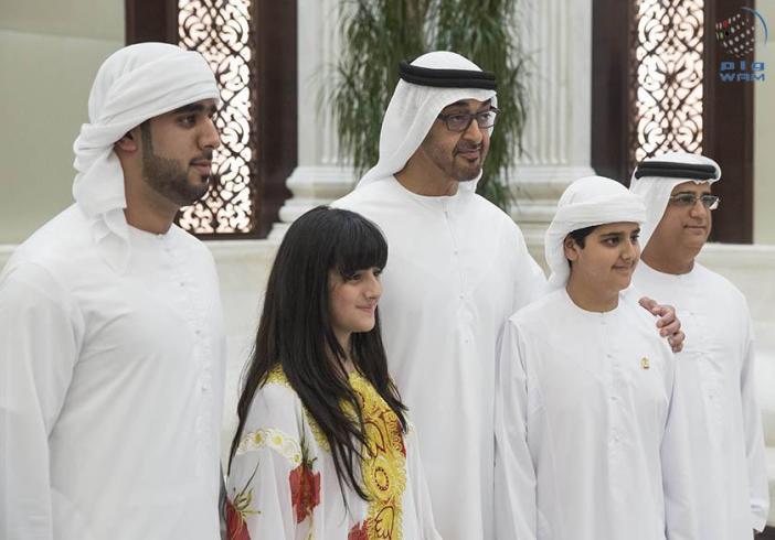 محمد بن زايد يستقبل المخترع الاماراتي أديب البلوشي وشقيقته