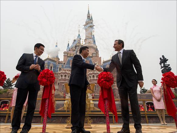 ديزني لاند تفتح أبواب الصين الموصدة