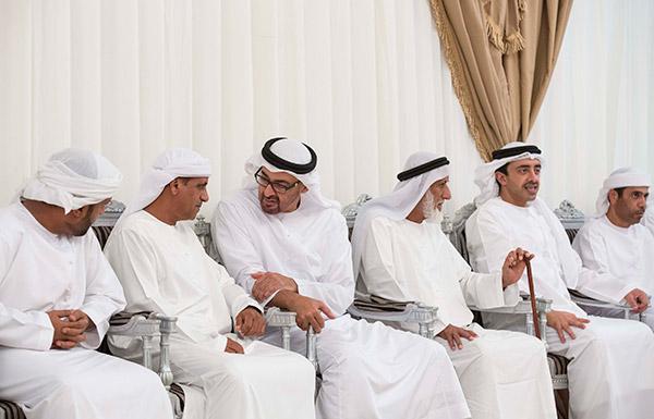 محمد بن زايد يقدم واجب العزاء في شهيدي الوطن أحمد الزيودي وعبدالله اليماحي