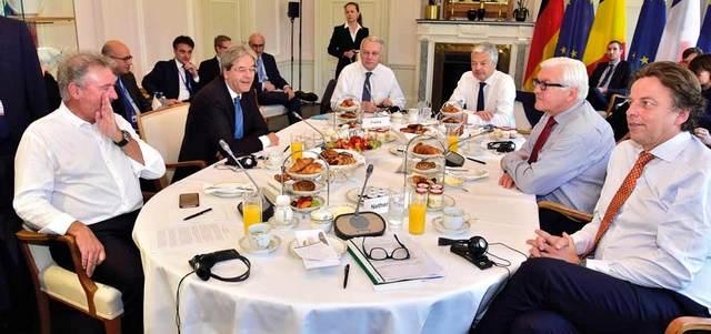 الاتحاد الأوروبي يطالب لندن ببدء آلية الانفصال سريعاً