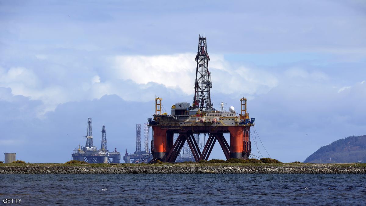 النفط يهبط بفعل مخاوف التخمه