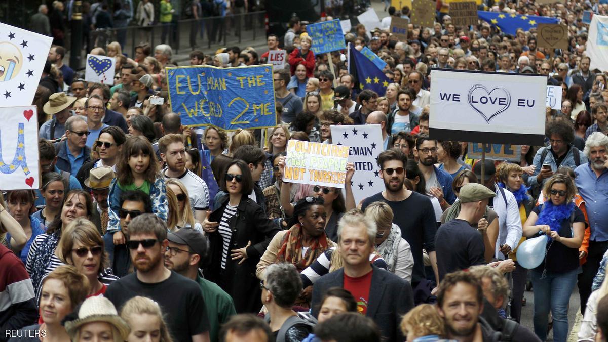 بريطانيا تدرس فرض قيود على القادمين من الاتحاد الأوروبي