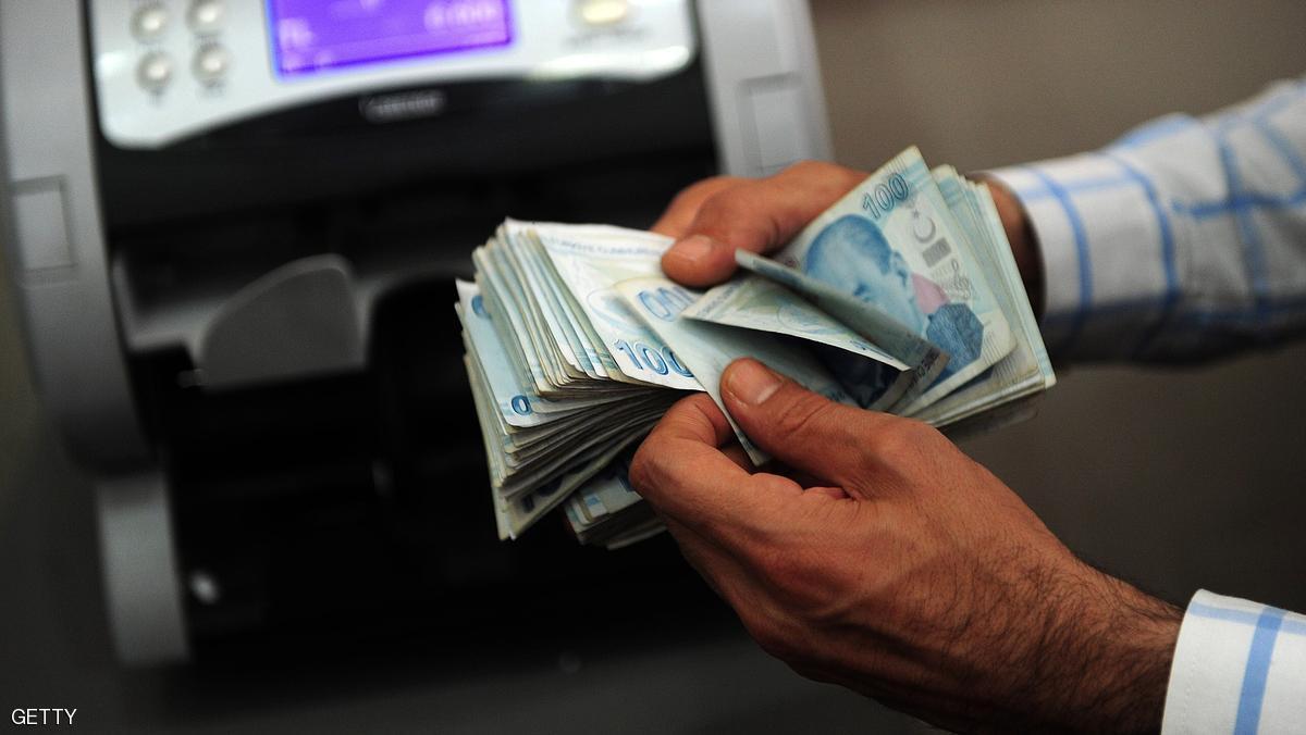 أدنى مستوى لليرة التركية أمام الدولار في 10 أشهر