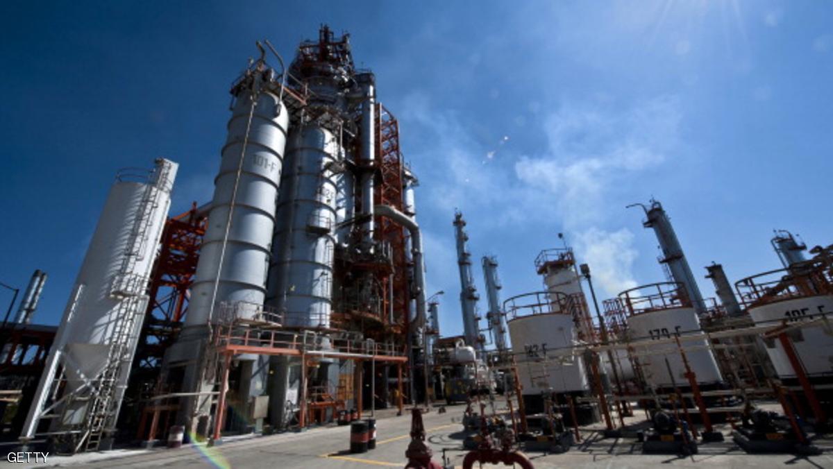 النفط الخام قرب أدنى مستوى له منذ شهرين