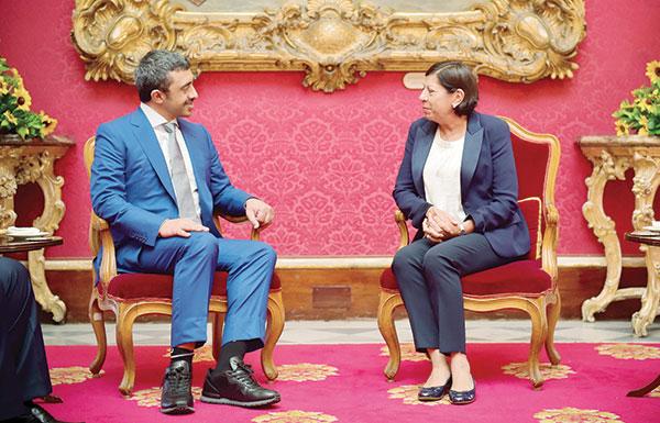 عبدالله بن زايد يبحث مع نائبة رئيسة مالطا ورئيس الوزراء تطوير العلاقات بين البلدين