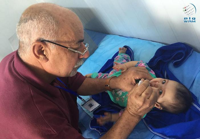 تواصل برنامج التطعيم الروتيني لأطفال اللاجئين في المخيم الإماراتي الأردني