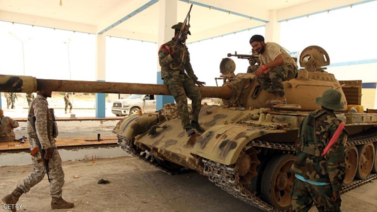 قتلى بتفجير يستهدف تجمعا للجيش الليبي في بنغازي