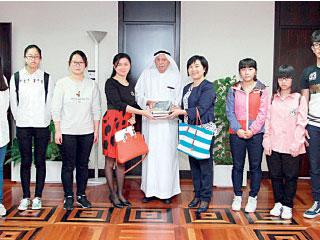 «جمعة الماجد» يهدي 200 كتاب عربي إلى جامعة صينية