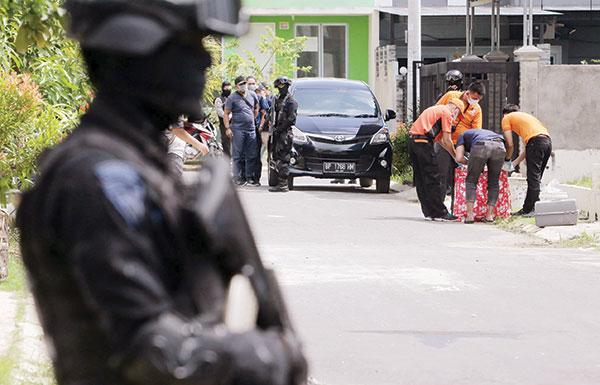 إندونيسيا تعتقل متشددين خططوا لضرب سنغافورة بصاروخ