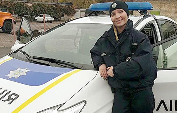 وفاة شرطية بالسل بعد أن بصق لص في وجهها أثناء توقيفه