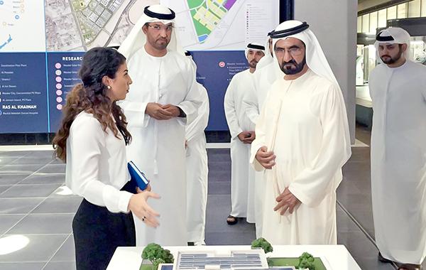 محمد بن راشد يزور شركة