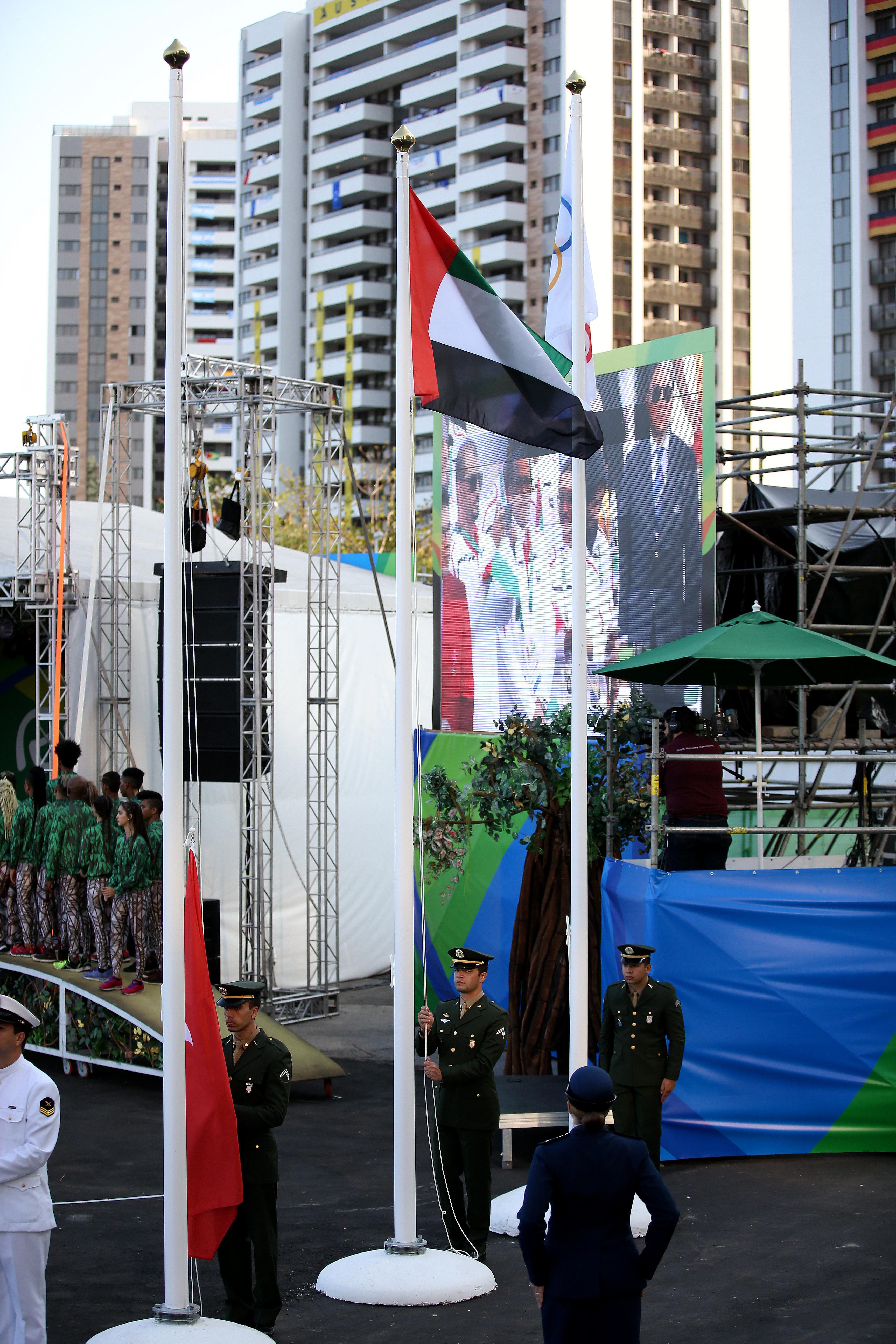 علم الإمارات يرفرف في سماء القرية الأولمبية في البرازيل