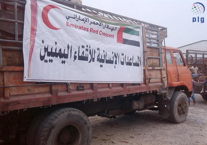 الهلال الأحمر الاماراتي يسير قافلتي مساعدات انسانية إلى