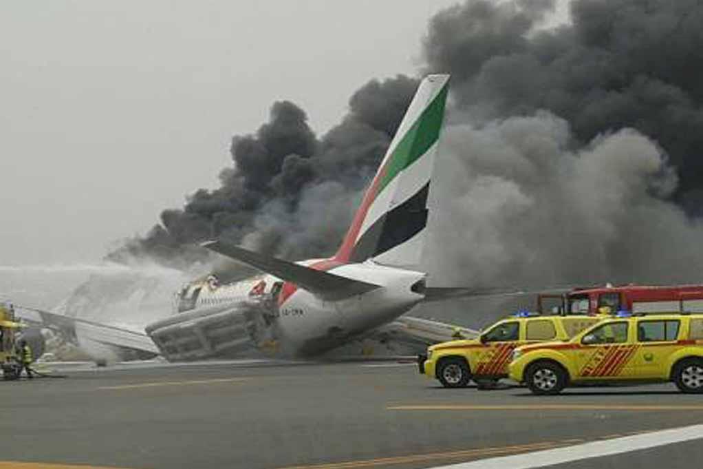 إغلاق مطار دبي بعد تعرض رحلة لطيران الإمارات لحادث