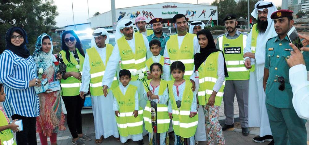 عائلة مواطنة من 8 أفراد تشارك في أعمال تطوعية بالفجيرة