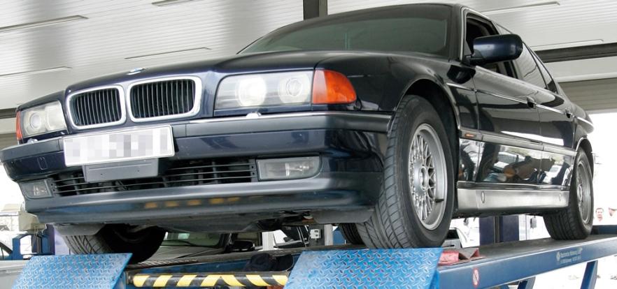 مواصفات:السيارات الجديدة صالحة للسير اربع سنوات بدون فحص