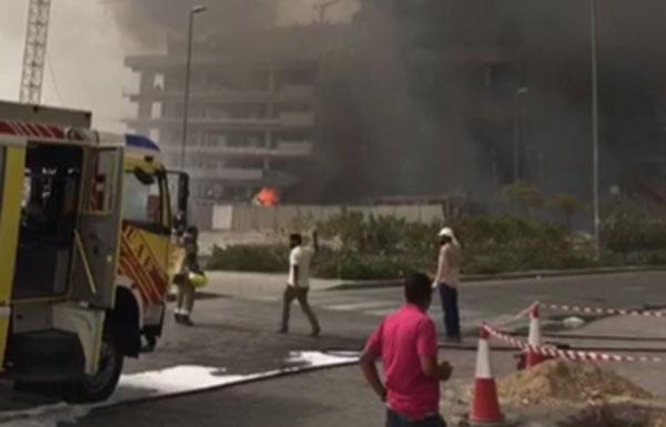 الدفاع المدني يحاول السيطرة على حريق بمبنى في دبي