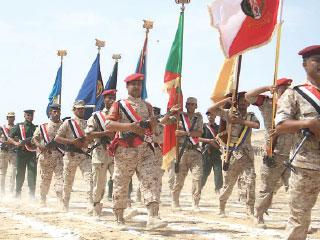 «الأباتشي» تدخل المعركة و«التحالف» يدك الانقلابيين