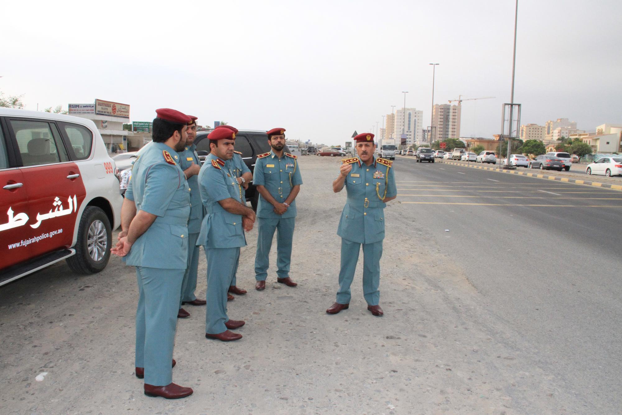 قائد شرطة الفجيرة يطلع ميدانياً على الإزدحام المروري في مربح