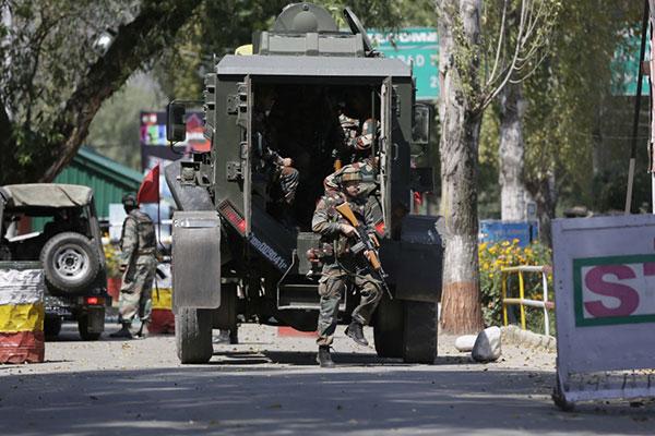مودي يهدد بمعاقبة منفذي هجوم قتل فيه 17 جندياً