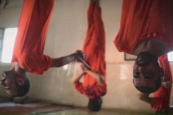«داعش» يذبح 19 شاباً ويعلق جثثهم