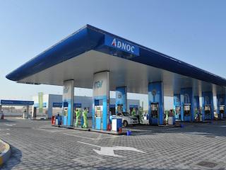 «أدنوك» تعيد تعبئة الغاز للمركبات إلى محطة البطين