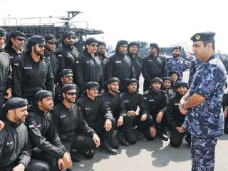 «الداخلية» تتفقد جاهزية «قوة الإمارات» في البحرين
