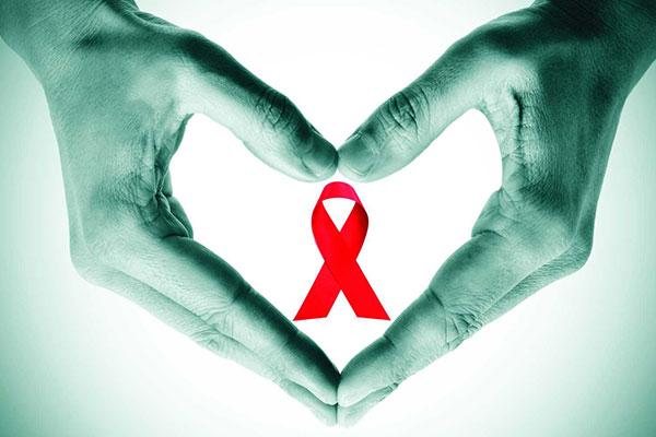 «ثلاثينية» تحطمت أحلامها على صخرة «الإيدز»