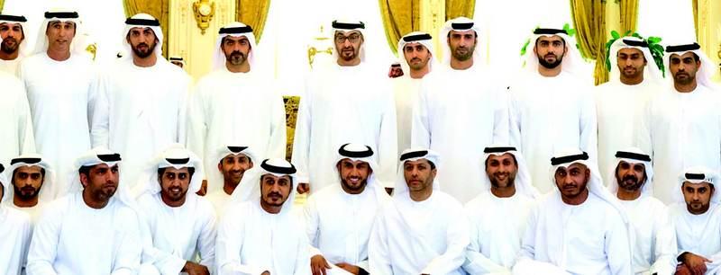 محمد بن زايد يستقبل موظفي ديوان سموه المشاركين في مهام الواجب باليمن