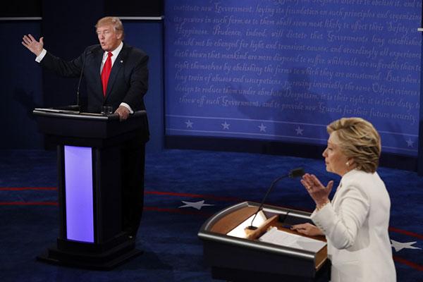 ترامب يرفض التعهد سلفاً بقبول نتيجة الانتخابات.. وكلينتون «مفزوعة»
