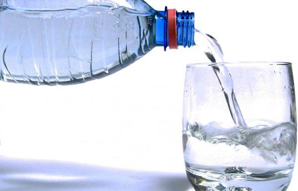 غير حياتك شكلا ومضمونا.. بشرب الماء على معدة فارغة