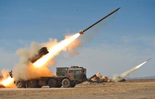 الانقلابيون الحوثيون يطلقون صاروخا على مكة المكرمة