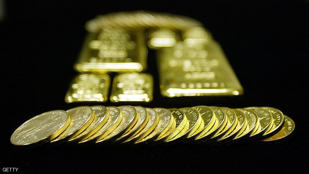 الذهب ينزل لأدنى مستوى في 5 أشهر ونصف