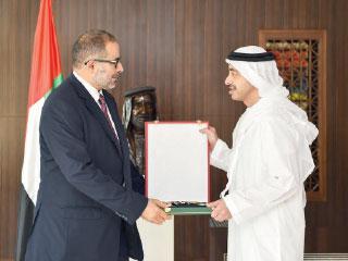 رئيس الدولة يمنح سفيري ليبيا وسنغافورة وسام الاستقلال من الطبقة الأولى