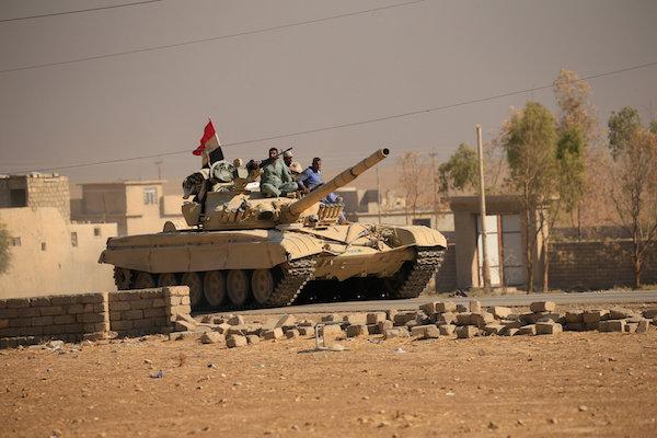 بعد طرد «داعش».. الجيش يطهر أحياء الموصل من المتفجرات