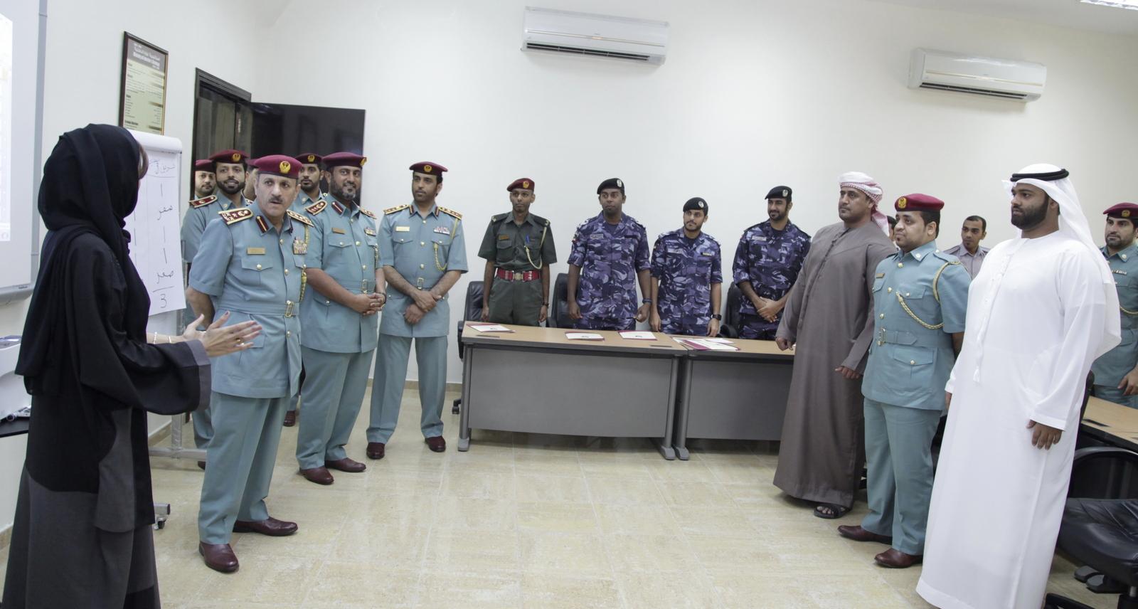 قائد عام شرطة الفجيرة يتفقد معهد تدريب الشرطة