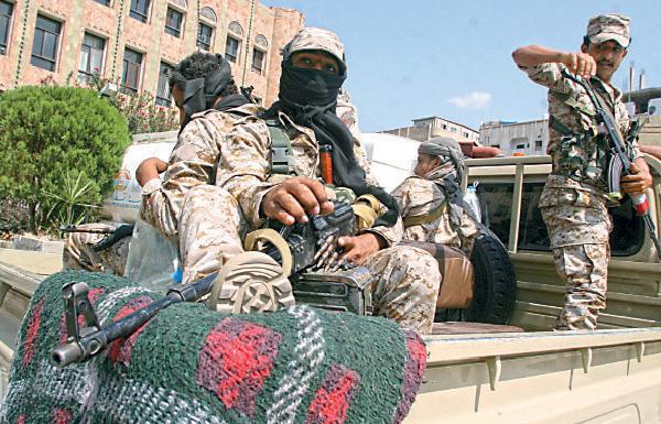 مقتل 74 حوثياً بغارات ومعارك باليمن وقرب حدود السعودية