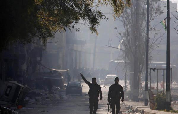 استسلام 728 مسلحا من المعارضة في حلب