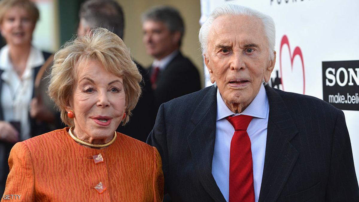 الممثل السينمائي كيرك دوغلاس يحتفل بعيد ميلاده الـ100