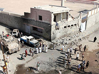 ارتفاع عدد قتلى التفجير الانتحاري بعدن اليمنية إلى 42 جندياً