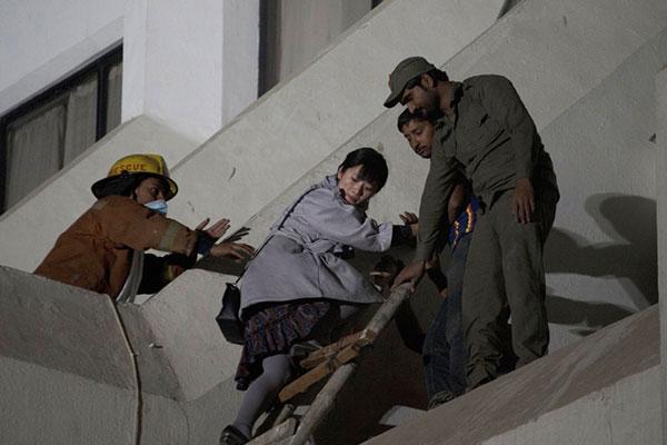 مقتل وإصابة 86 شخصا في حريق مروع بكراتشي