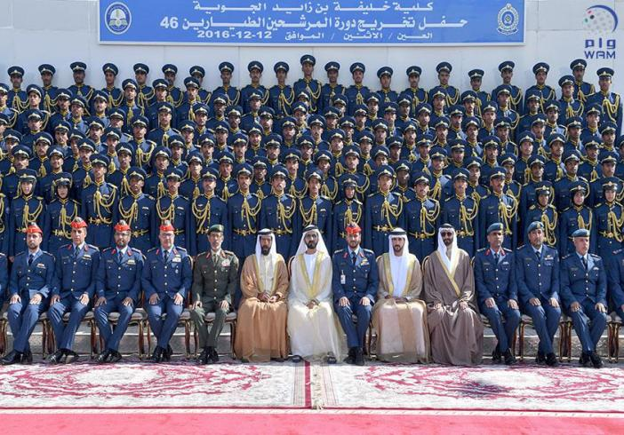 محمد بن راشد يشهد تخريج دورة المرشحين الطيارين والجويين في كلية خليفة بن زايد الجوية.