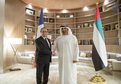 محمد بن زايد يستقبل الرئيس الفرنسي