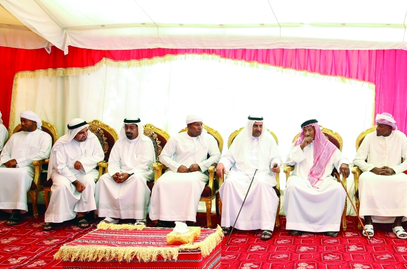 حاكم الفجيرة يقدّم واجب العزاء في وفاة ناصر المسماري