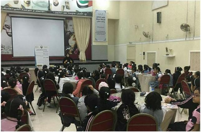 شرطة الفجيرة تنظم محاضرة توعية لطلاب المدارس