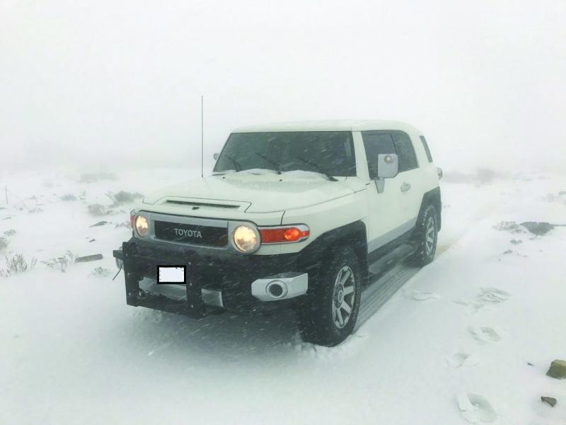 أمطار غزيرة على مناطق الدولة والثلوج تكسو «جيس»