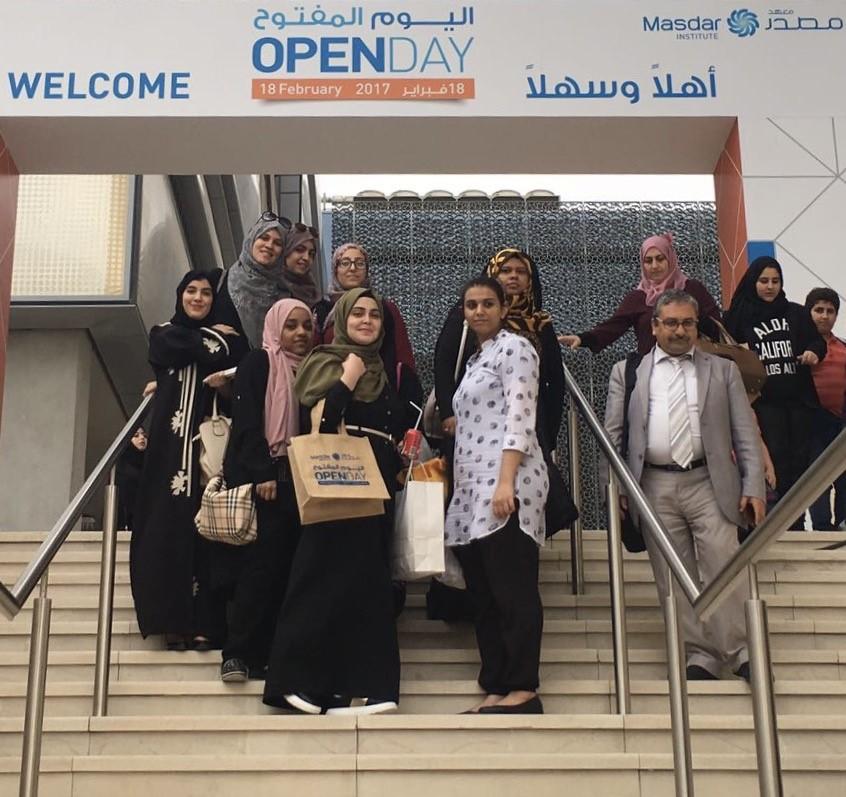 أكثر من 60 طالب وطالبة بجامعة عجمان مقر الفجيرة يشاركون في اليوم المفتوح بمعهد مصدر
