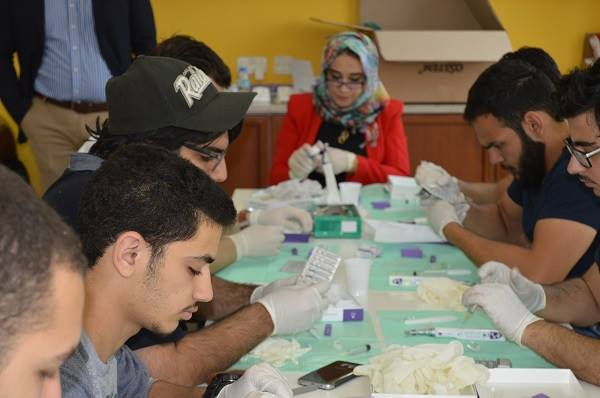 51 طالب وطالبة من كلية طب الأسنان بجامعة عجمان بالفجيرة يشاركون في ورشة عمل