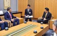 عبدالله بن زايد يلتقي رئيس وزراء اليابان